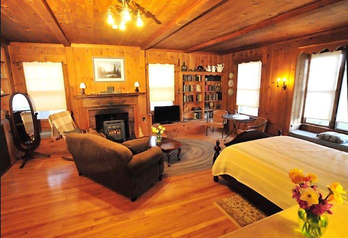 The Honeymoon Suite at The Brewster Inn B&B
