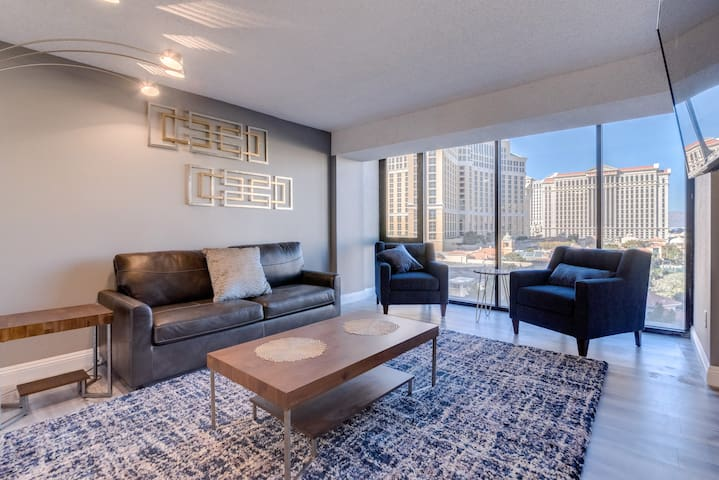 1BD PH, Panoramic View, On the STRIP/ Sleeps 6