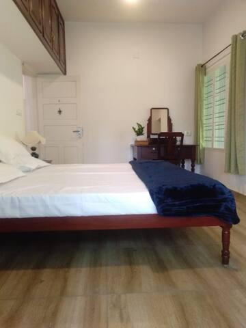 Bento's Homestay Double Room with common Balcony