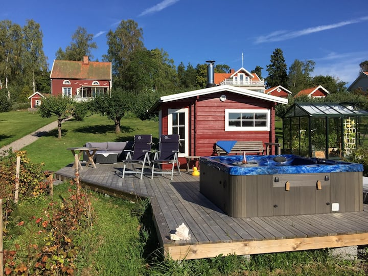 Holiday home for 4-6 with own seafront, Stockholm