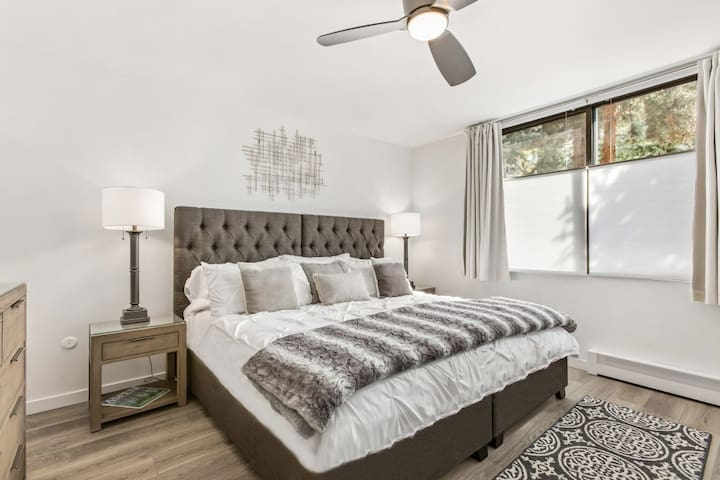 The second bedroom can be set up as a king bed or two twins upon request. Desk-work area in both bedrooms.