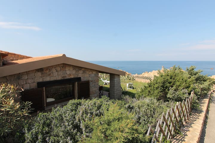 Villa Smeraldo with private garden 30 mt. from sea - Costa Paradiso - House