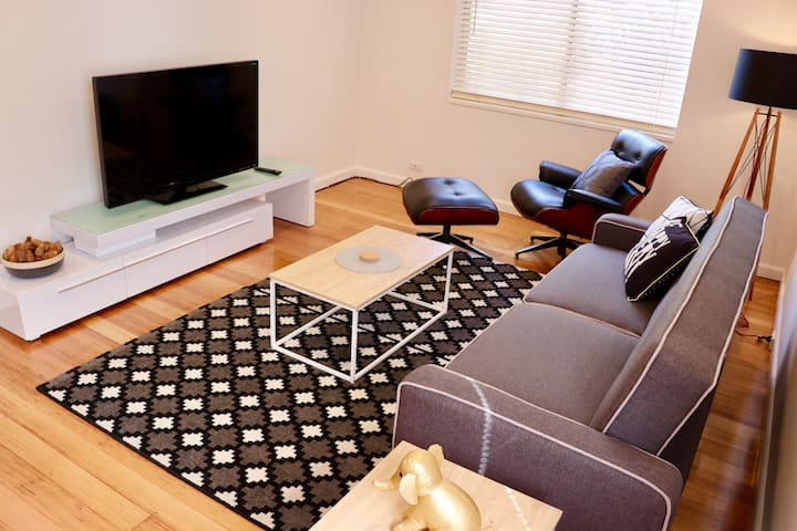 Central#1, COMFY & newly renovated interior 1BR
