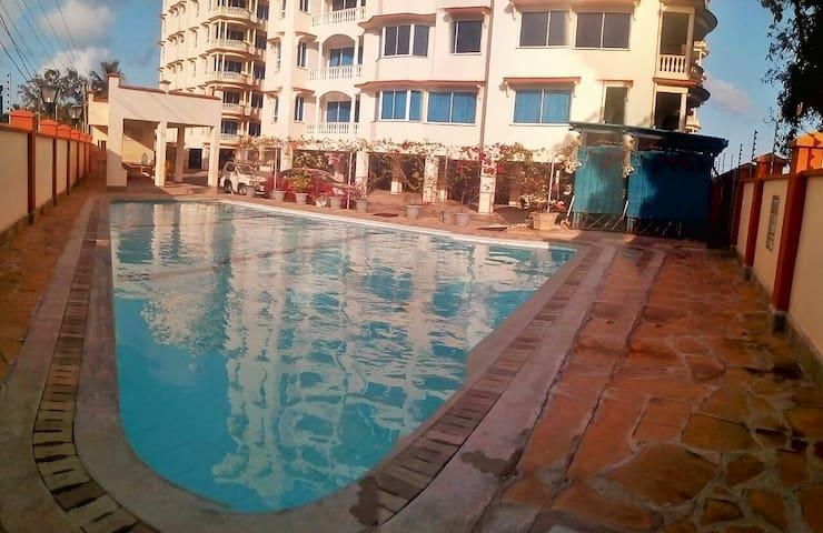 1br apartment (Royal C11)