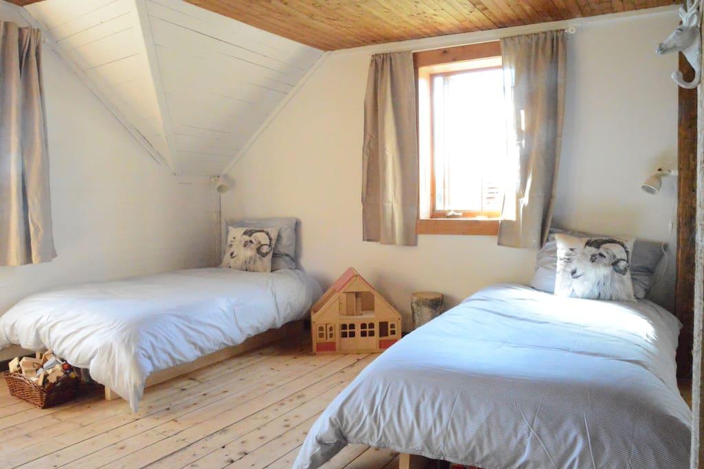 chambre familiale à l'étage (aire ouverte)