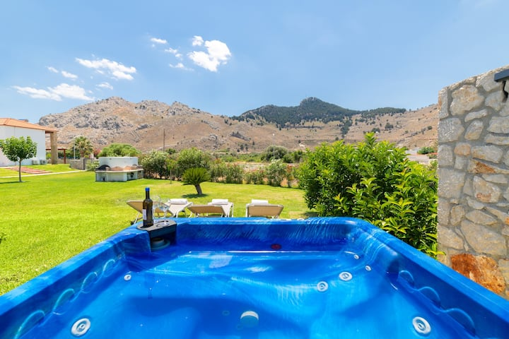 3 Bedrooms villa with pool only 300m from sea (3)