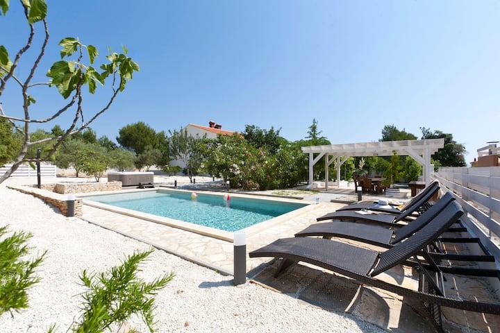Villa DONNA holiday home near beaches