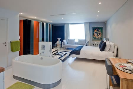 Loft Suite with use of jacuzzi incl. - Gent - Villa
