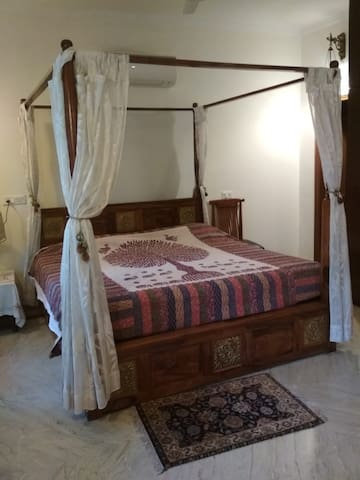 Dev Vatika Luxury Home Stay with attached bathroom Open in balcony