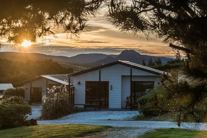 Self contained Chalet near Catlins Cathedral Caves