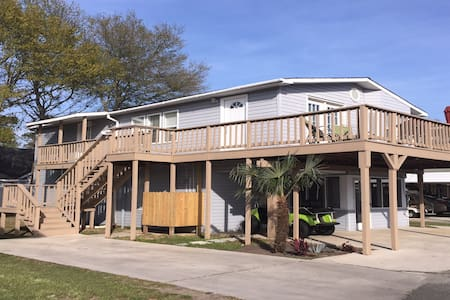 Spacious Beach Home with Golf Cart! - Surfside Beach