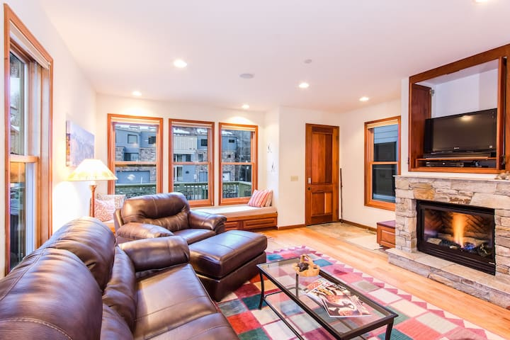 Pacific Street Townhome 514B