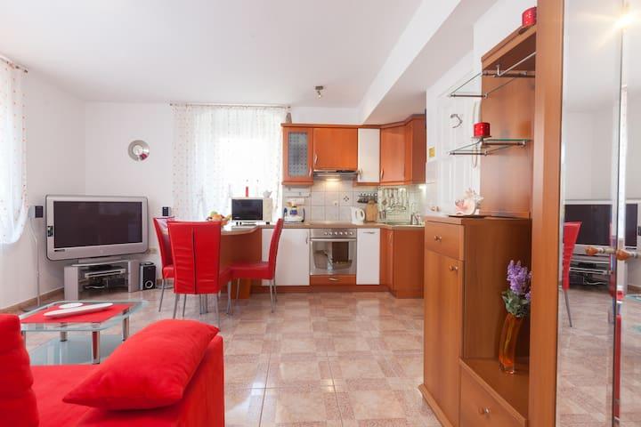 Red Apartment Kalalarga