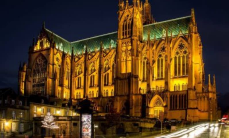 encore la cathédrale sous les lumières !