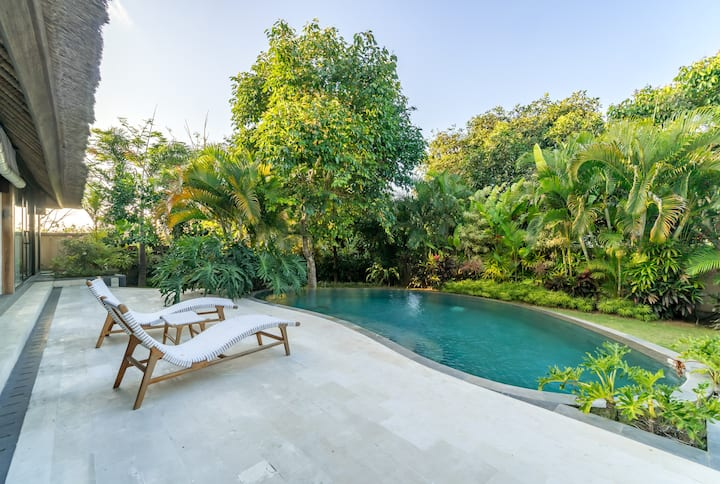 Romantic Tropical Garden Villa in Uluwatu #Ak2
