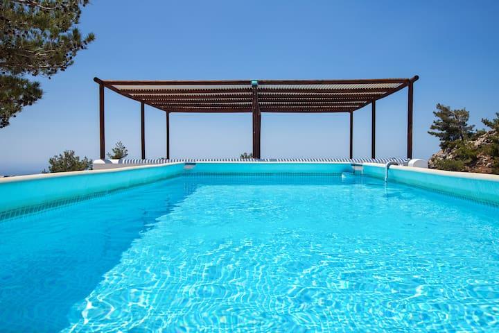 VILLA- M-  . PRIVATE pool and yard.