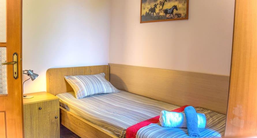 Single room (2nd floor)