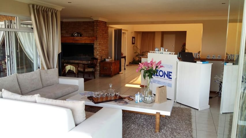 Table Mountain Views - A calm, holistic atmosphere - Cape Town - House