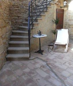 Location maison de village à Vers Pont Du Gard - Vers-Pont-du-Gard - Hus