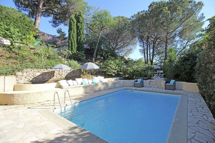 Charming holiday home with private swimming pool within short distance of Plage de Gigaro