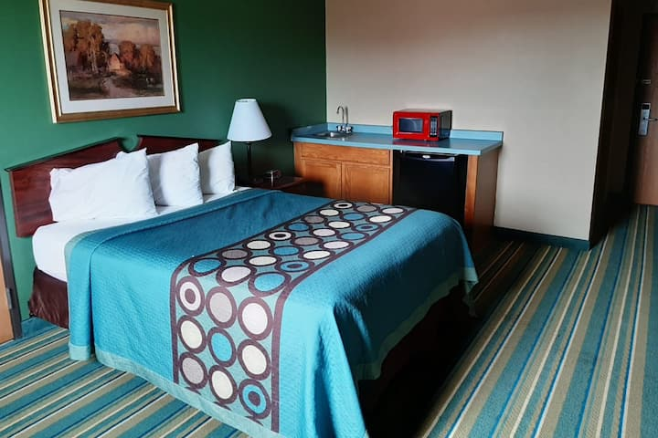 Sky-Palace Inn & Suites New Richmond - Comfort 1 Queen Bed with Kitchenette Non-Smoking