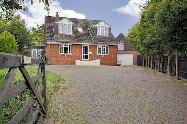 Detached 4 Bed lovely prop. Horses welcome - Grateley - Hus