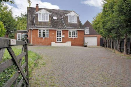 Detached 4 Bed lovely prop. Pets Horses welcome - Grateley - Hus