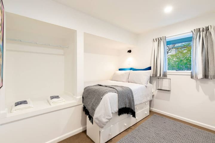 Quirky bedroom 3 with drawers and hanging rail
