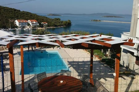 House with private pool & seaview on Dugi otok