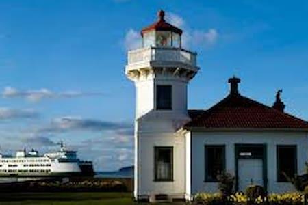 西雅图北部海湾旅游景区独立家庭式公寓,环境宜人。 - Mukilteo
