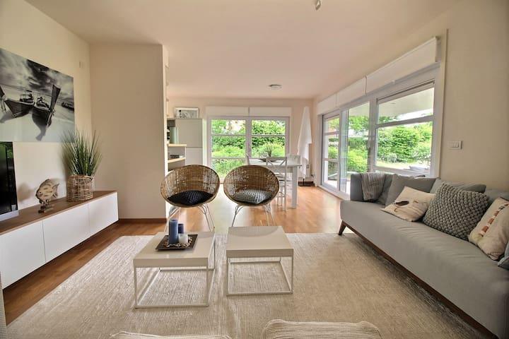 Gelijkvloers luxe appartement nabij zee