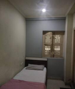 iROOMZ Pranati Comforts Single Non A/c Room