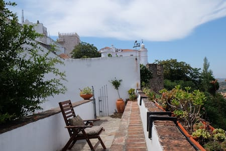 Castle Wall House - Apartment in Medieval Castle - Estremoz