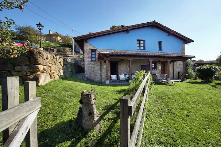 Nice house with pool between the beaches of Asturias and the Picos de Europa