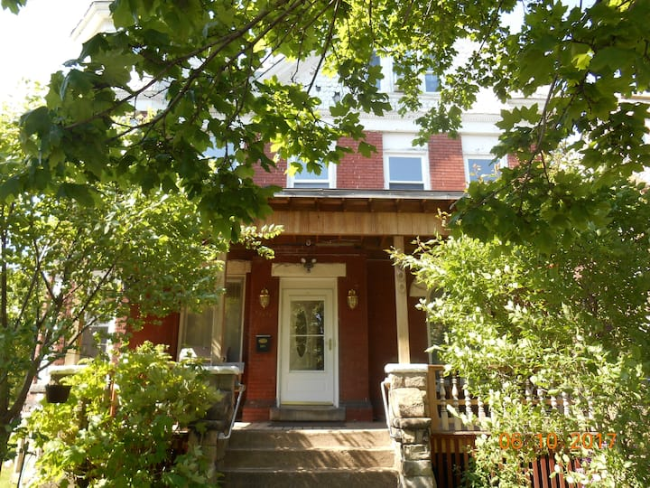 Cute Apt, same $ up to 4 person,close to the Falls