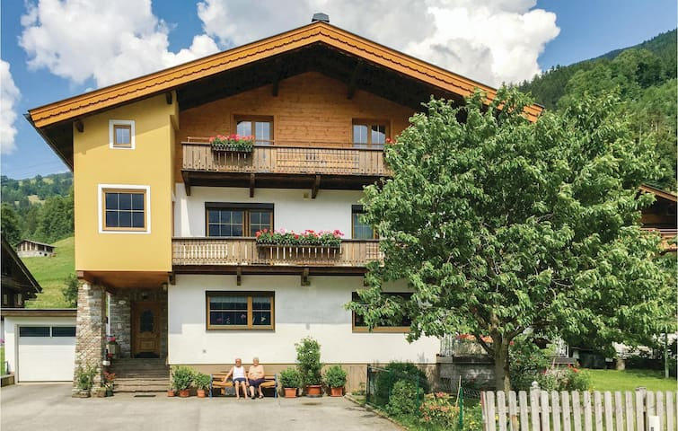 Holiday apartment with 3 bedrooms on 75m² in Stumm