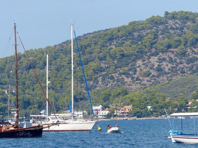 Dans un bateau sur et confortable - Poros - Barco