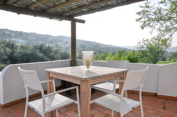 House on the hills, Casa-Poente