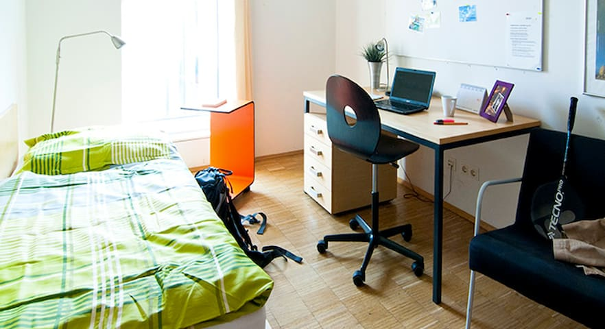 Private room near the center - Viena - Apto. en complejo residencial