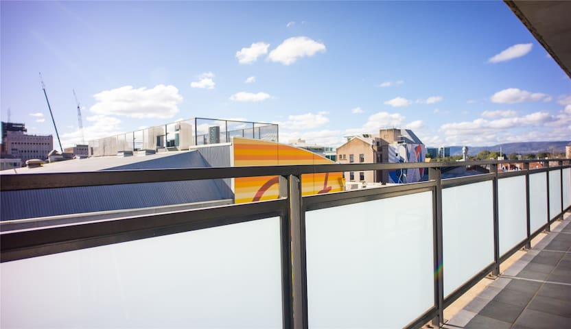 Evershine Apartment on Rundle Street★Large Balcony