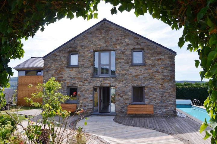 Gorgeous holiday home in Stoumont with private garden