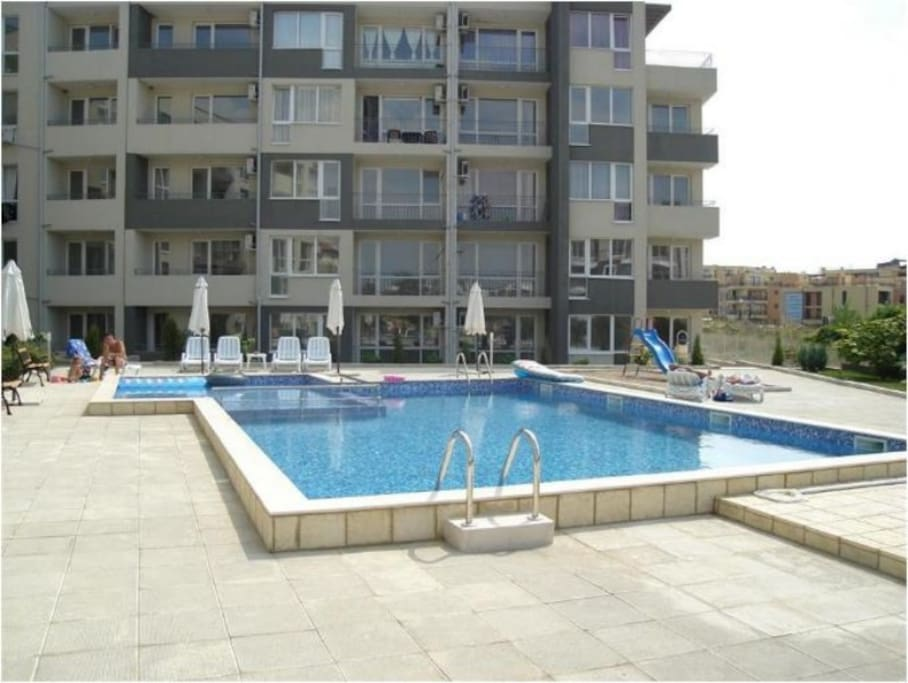 Apartment swimming pool