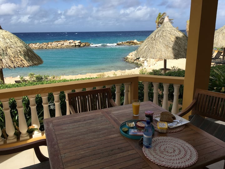 Beachfront apartment in beautiful Curacao