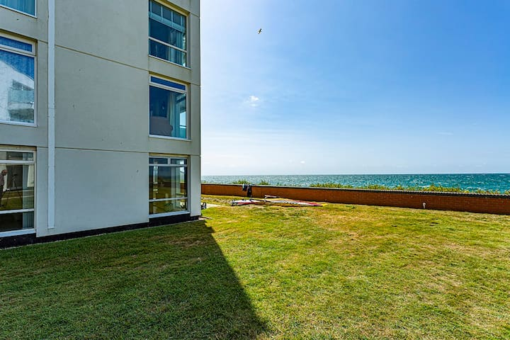 Stunning beach-front apartment near West Wittering