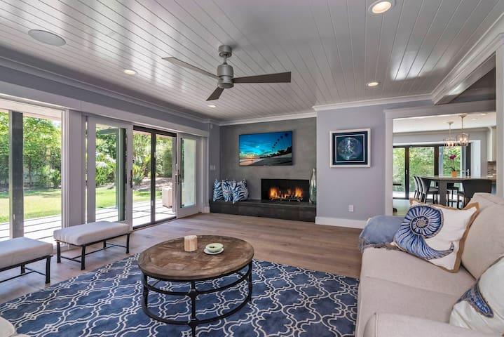 Modern Serenity Luxury Delight- Expansive Backyard, Glass Kitchen Doors