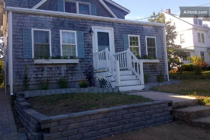 Lovely & spacious cottage by Craigville beach