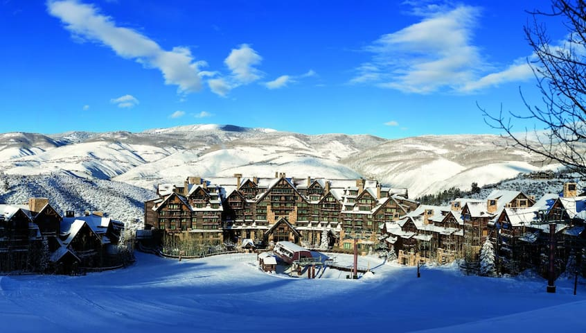 Ultra Luxury Ski-in/out 2 BDR Residence in Ritz BG