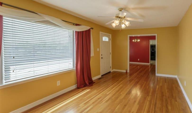 3  Bedroom Home Medical District Huntsville High - Huntsville - Ev