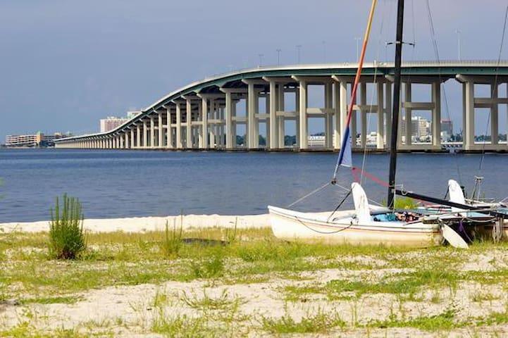 The Benton Beachside - YOUR Ocean Springs Getaway! - Ocean Springs - House