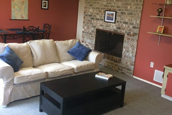 Quiet 2 Bedroom Apartment in North Ballard